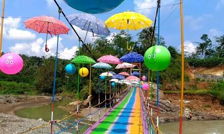 Pesona Wisata Jembatan Pelangi Desa Bantarbarang